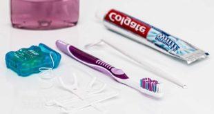 Munddusche statt Zahnseide - Was ist besser und sinnvoller?