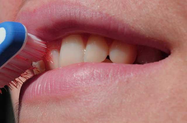 Munddusche statt Zahnseide - Wer sollte die Munddusche nutzen