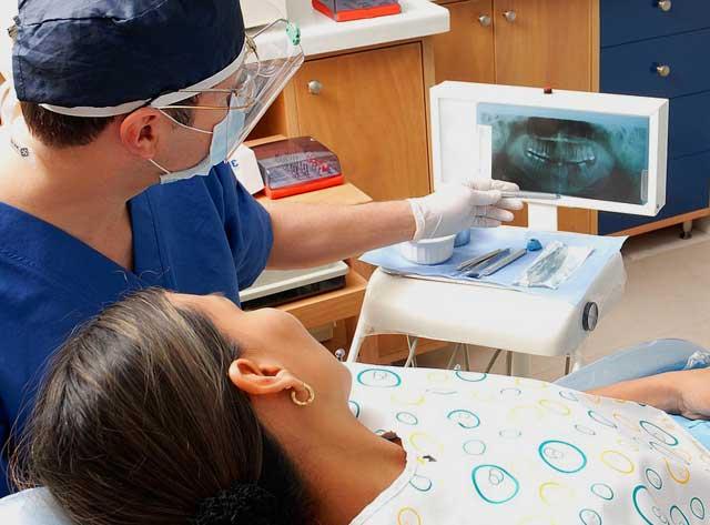 Bleaching Gel - Vorkontrolle beim Zahnarzt auf mögliche Schäden