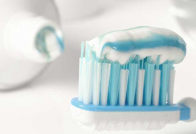 Zero Peroxide Test - Putzen Sie zuvor mit einer fluoridhaltigen Zahncreme